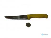 Μαχαίρι ατσάλινο με πλαστική λαβή .